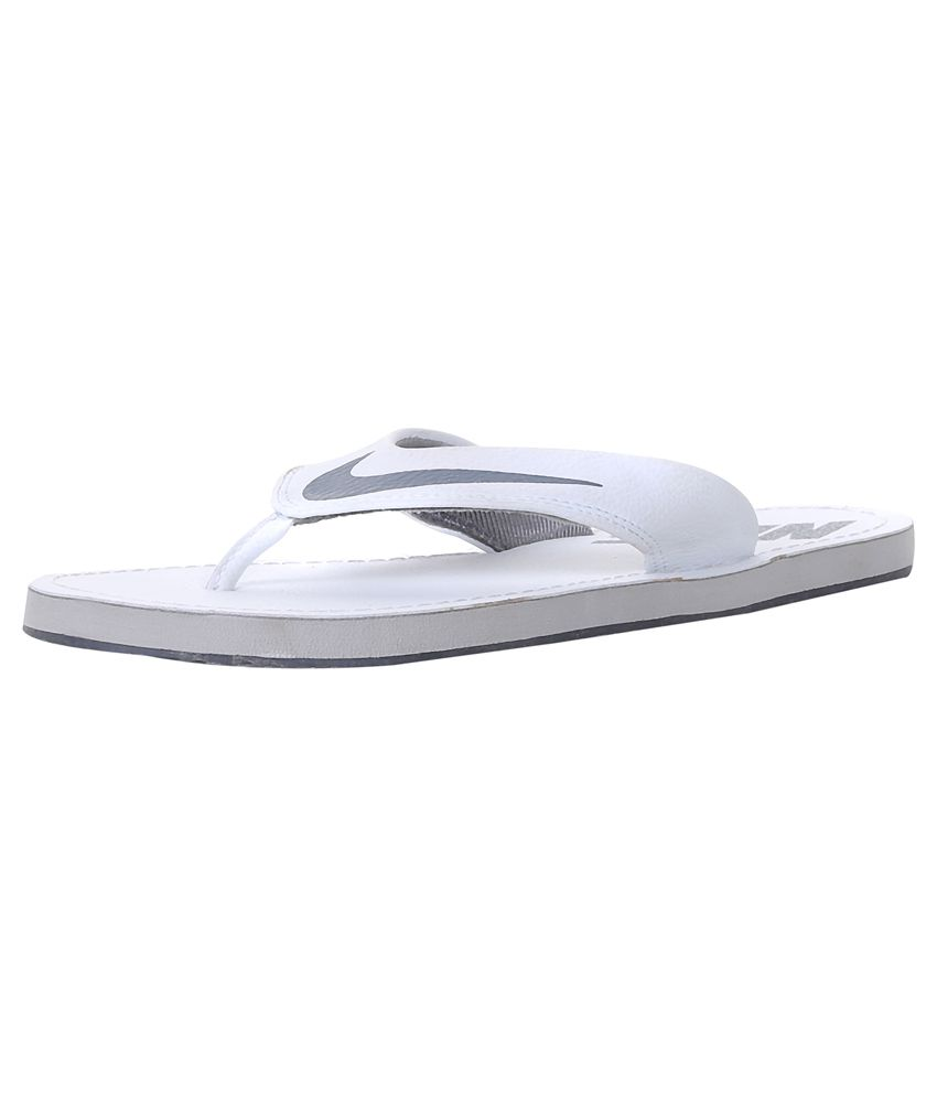 brand new 4fd66 408a9 Nike White Daily Slippers