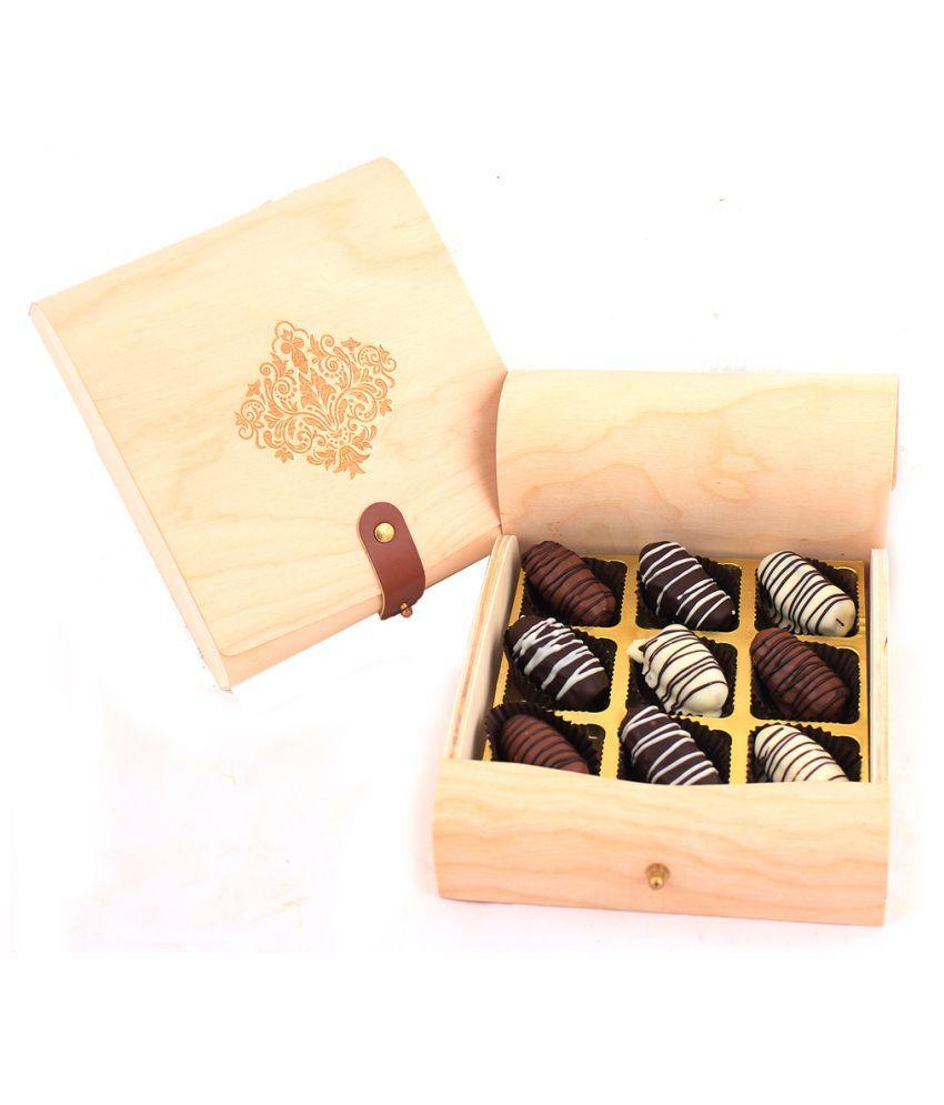 Zoroy Luxury Chocolate Assorted Box Ramadan Flexi wooden box of 9 dates 500 gm