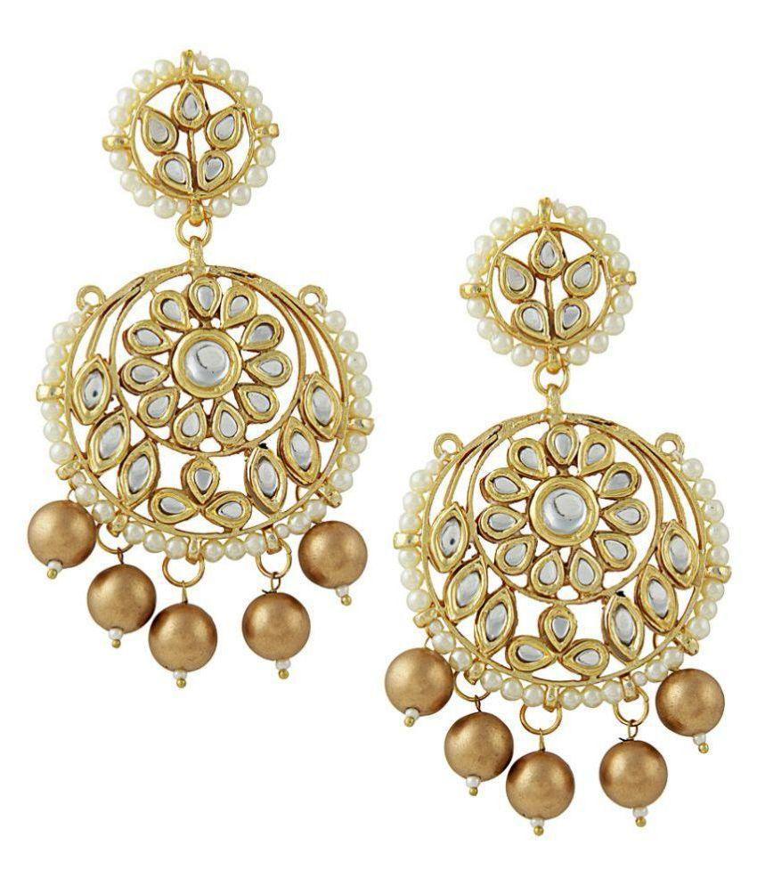 Kundan round chandbalis with golden drops
