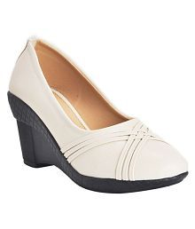 Khadim's Beige Formal Shoes