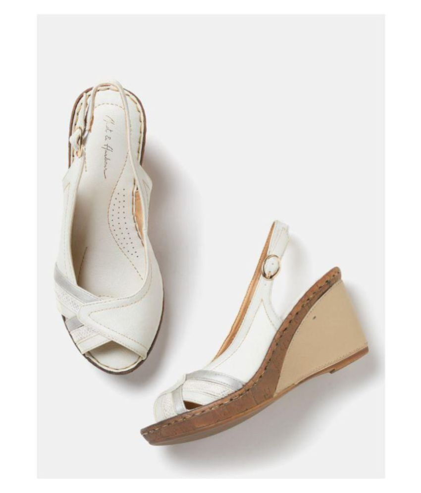 mast&harbour White Wedges Heels