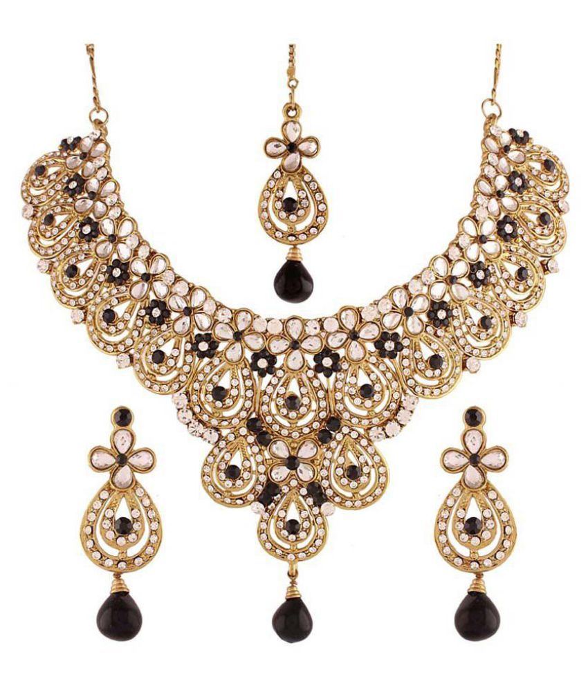 Variation Golden Necklace Set with Maang Tika