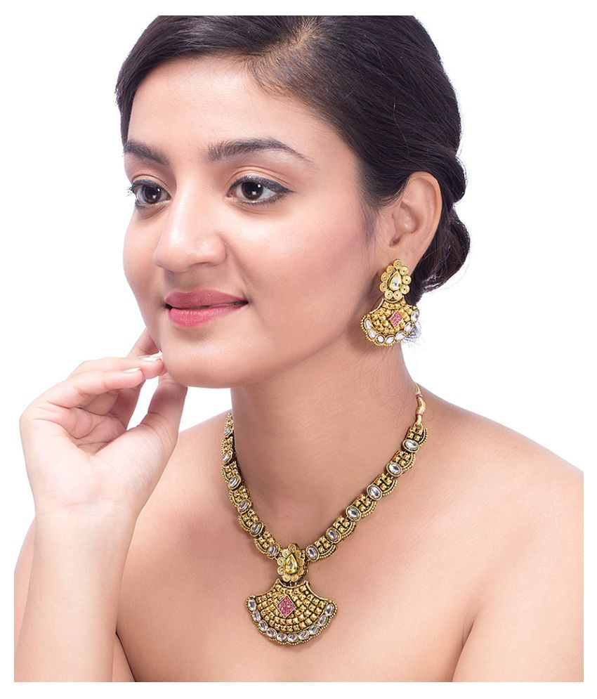 Nia Necklace Set Embellished with Kundan Gems