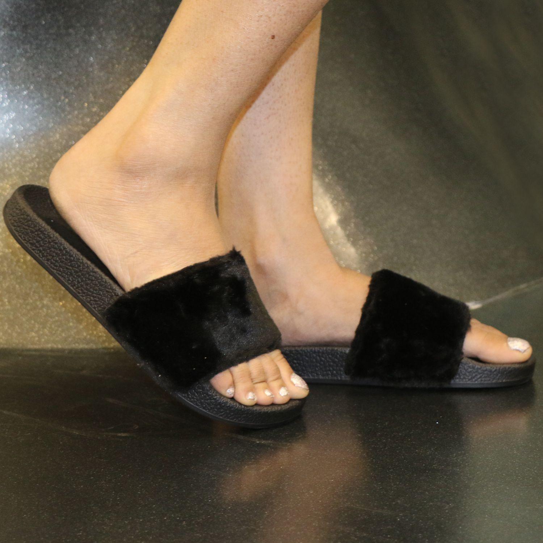 Columbus Black Slippers