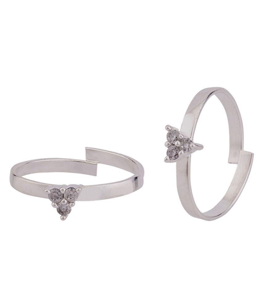 Voylla Triangle Motifs Brass Toe Rings