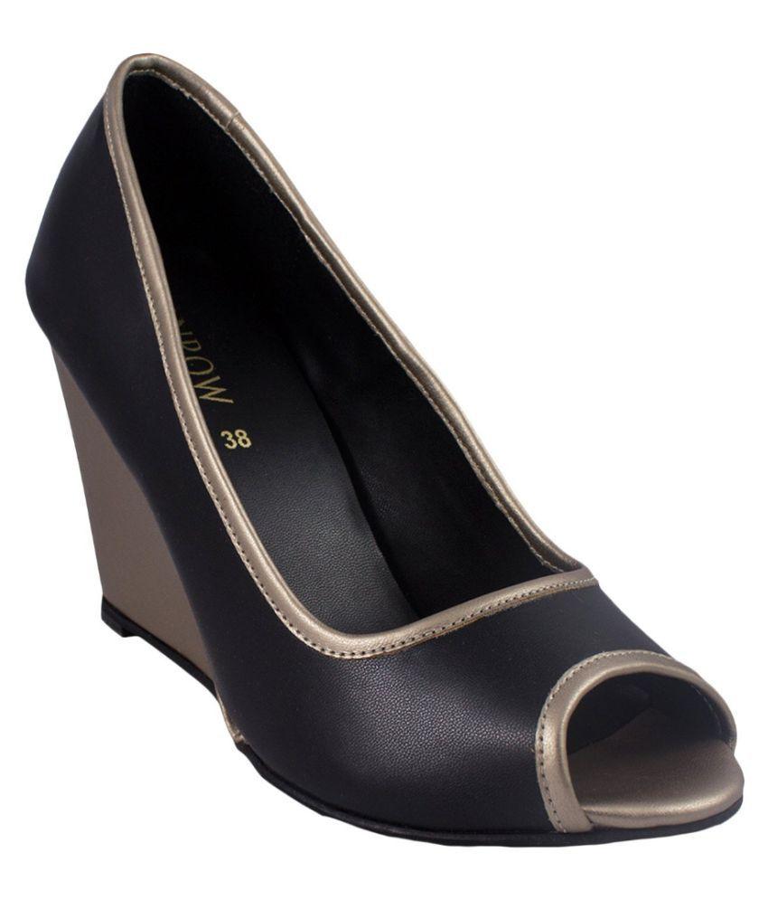 Monrow Black Wedges Heels