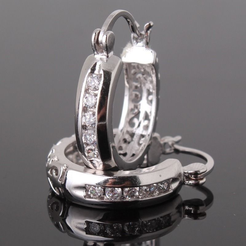 NEW ARRIVAL! 925 Sterling silver white sapphie dashing woman Huggie earring