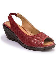 70328e150af Women s Sandals Upto 70% OFF  Buy Women s Sandals   Flat Slip-on ...