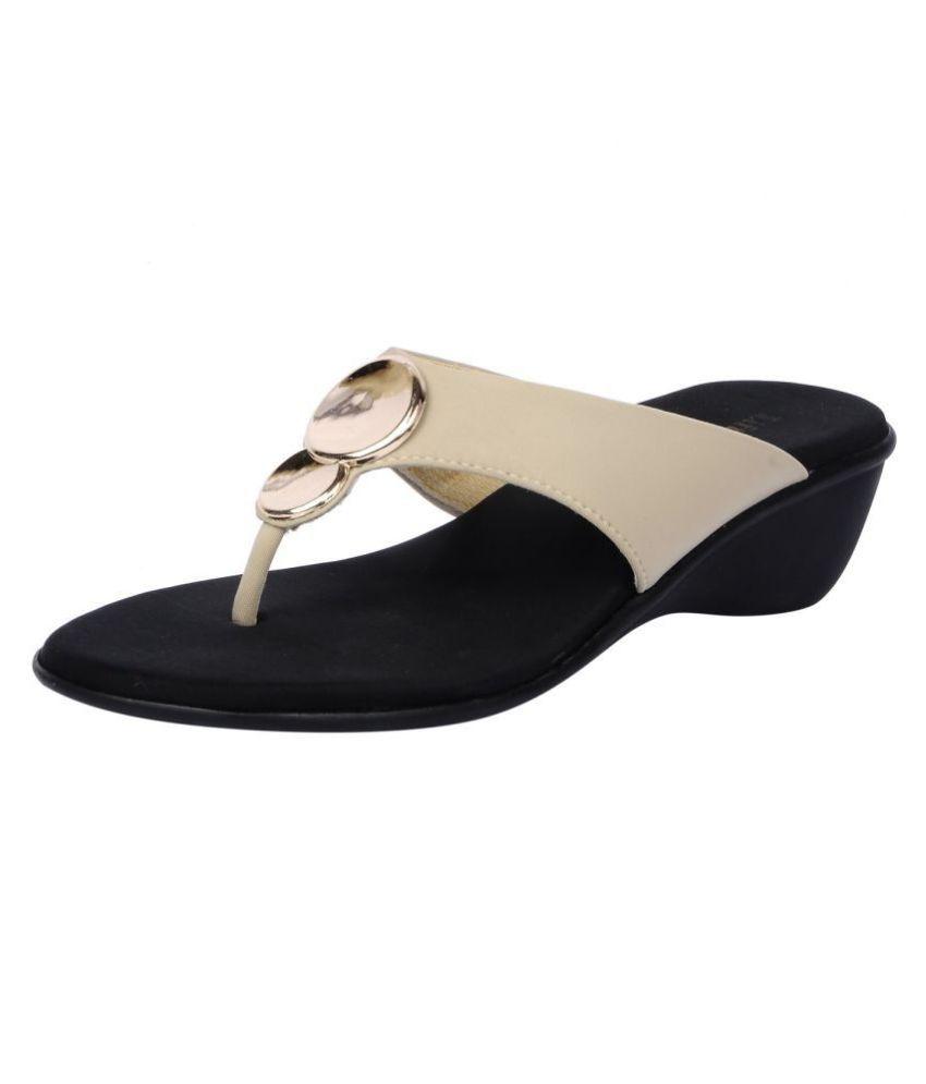 Feel It Cream Wedges Heels