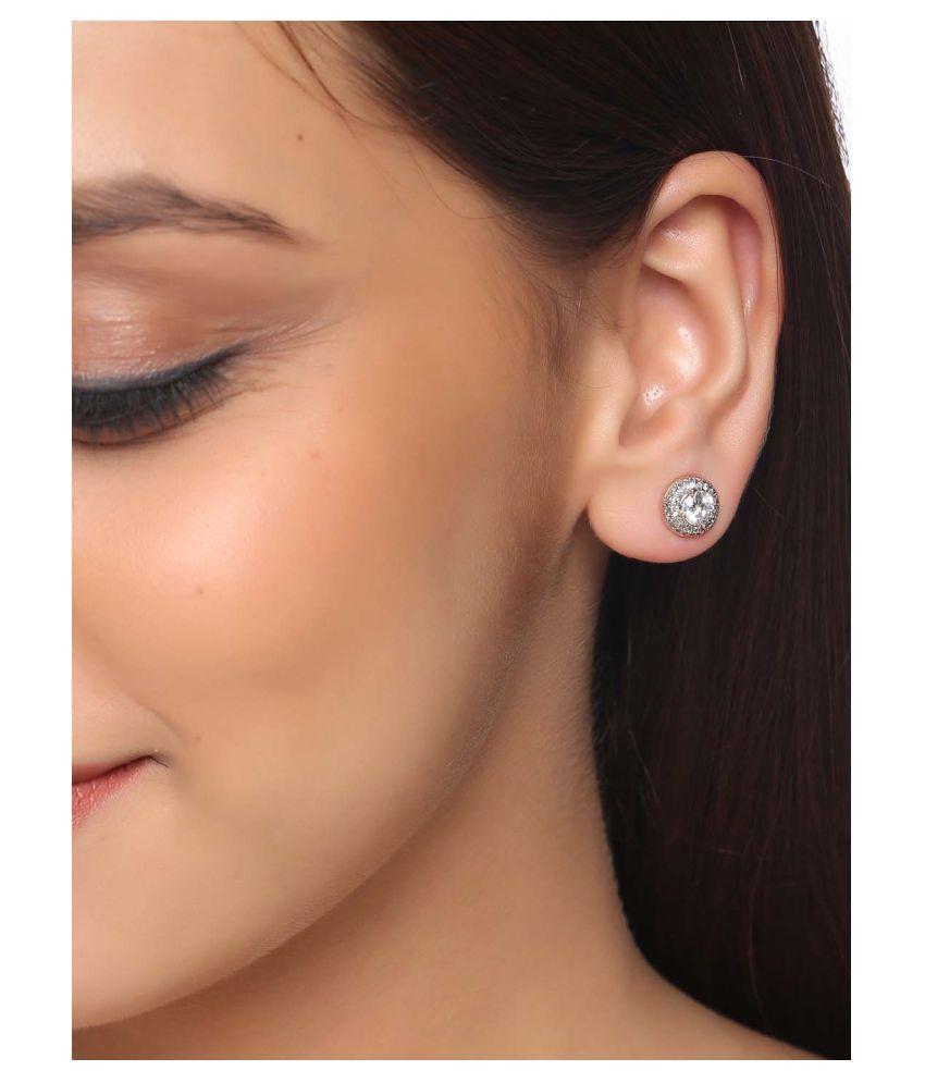Classic International Diamonds Stud Earring